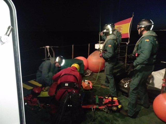 Almería.- La Guardia Civil colabora con Salvamento Marítimo en dos simulacros de auxilio de personas en el mar