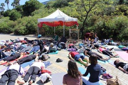 El Parque Botánico Celestino Mutis de Huelva acoge la jornada 'Encuéntrate' de yoga para toda la familia