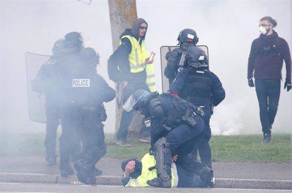 """Varios heridos en enfrentamientos entre policías y """"chalecos amarillos"""" en Estrasburgo"""