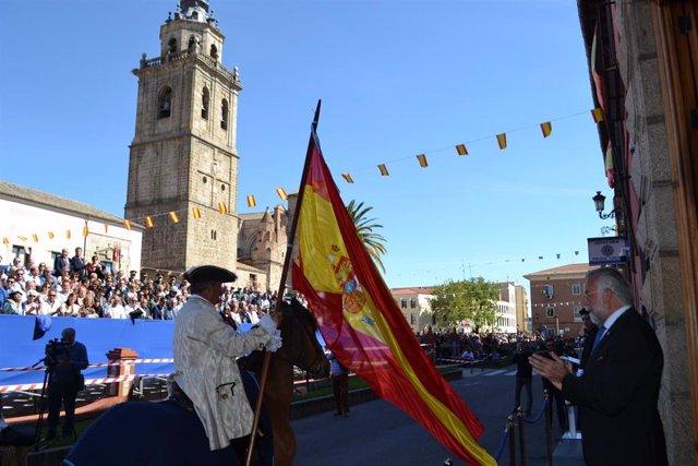 Miles de personas salen a las calles de Talavera para acompañar el Cortejo de Mondas hasta la Basílica del Prado