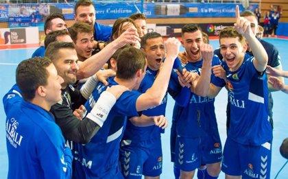 El Valdepeñas sella su permanencia tras remontar al Segovia en la última jornada