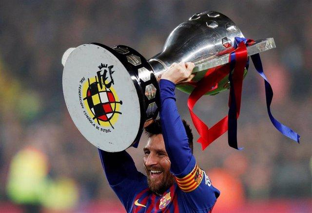 Fútbol.- El Barça da el primer paso hacia su tercer triplete