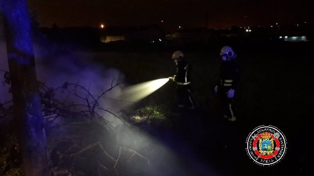Extinguido un incendio de vegetación en la calle Joaquín Salas de Santander