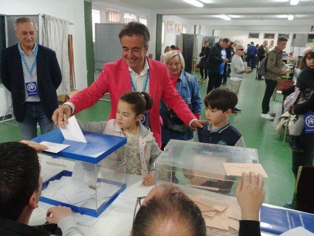 Diego Movellán votando