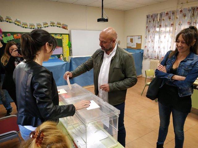 """28A.- Molina Llama A Votar """"En Conciencia Y Con Memoria"""" Sabiendo """"Lo Que Nos Estamos Jugando"""""""