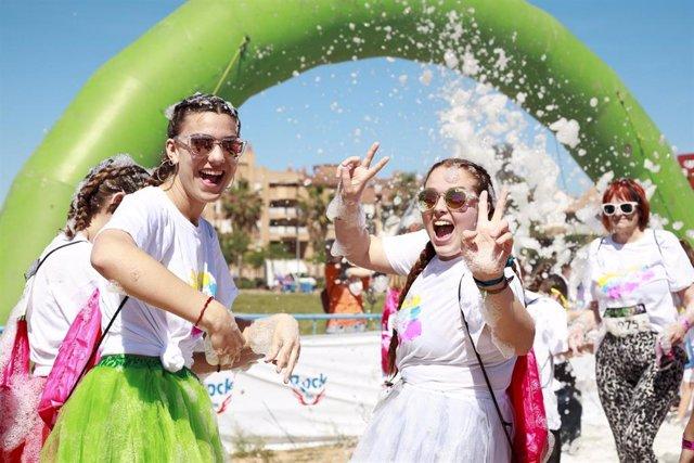 Unos 3.000 valencianos disfrutan de la fiesta del color de la Holi Life