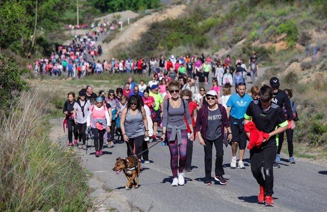 Cerca de 800 personas han participado en el tercer Paseo Saludable 'Planilla de Villamediana', de la Consejería de Salud