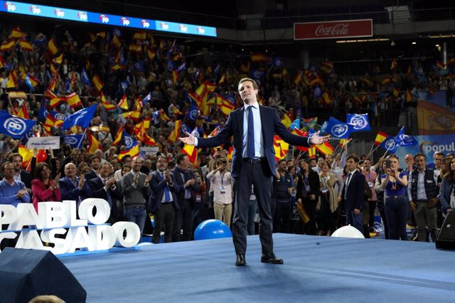 El PP sufre una derrota histórica, pierde 3,7 millones de votos y Cs se queda ce
