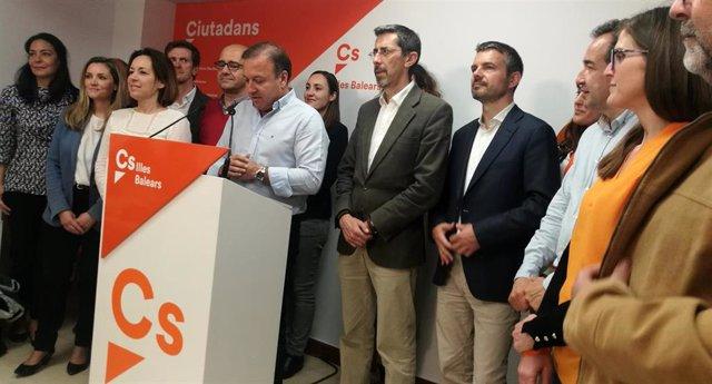 """28A.- Mesquida Entra En El Congreso Y Atribuye Los Resultados De Cs A La """"Madurez De La Democracia Española"""""""