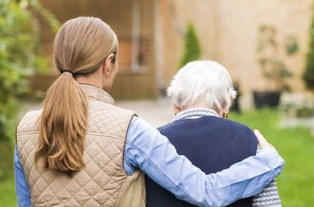 Los cuidadores de personas dependientes pueden suscribir ya un convenio especial con la Seguridad Social