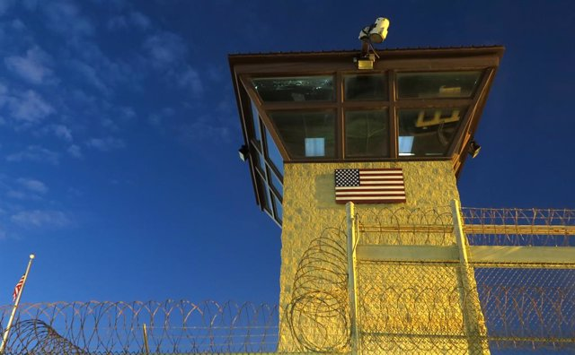 Torre de vigilncia de la base de Guantánamo