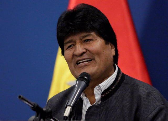 """Wikileaks.- Morales expresa su solidaridad al """"hermano"""" Assange, """"perseguido por el Gobierno de EEUU"""""""
