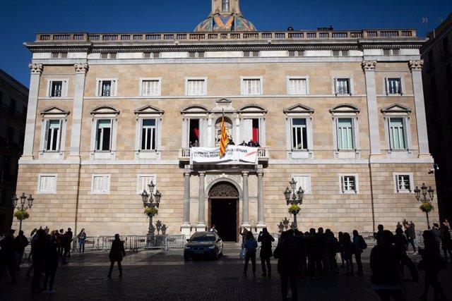 """28A.- L'Executiu de Colau creu que el Govern no facilita un """"debat ser"""" amb la seva pancarta"""