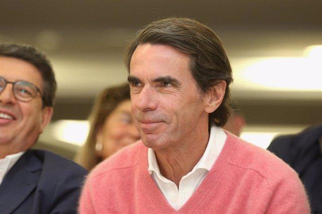 El expresidente del Gobierno y presidente de la Fundación FAES, José María Aznar, participa en un acto de campaña del PP.