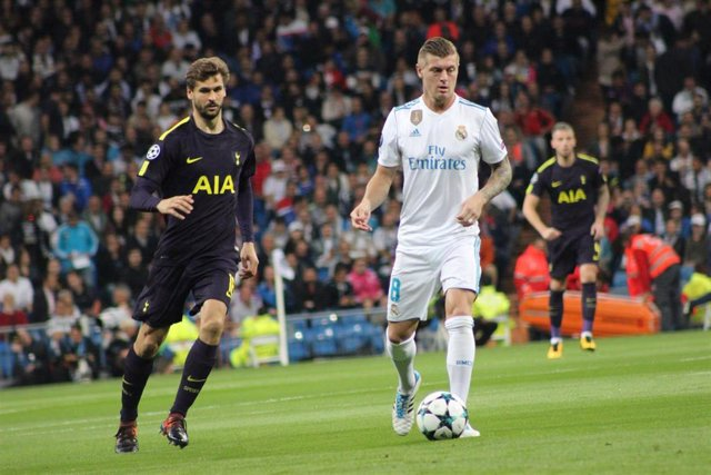 Toni Kroos (Real Madrid CF) y Fernando Llorente (Tottenham Hotspur FC)