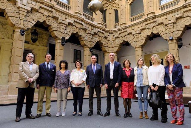 Sevilla.- Plantean restringir el tráfico rodado en el entorno del Teatro Lope de Vega y repavimentar todo el recinto