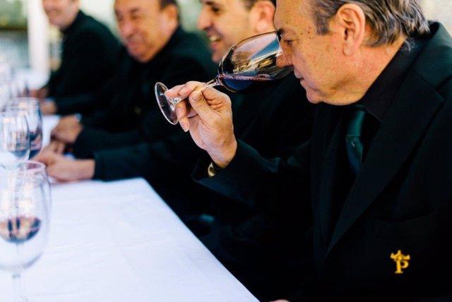 'Paradores' Nombrado 'Cofrade De Honor' Del Vino De Rioja