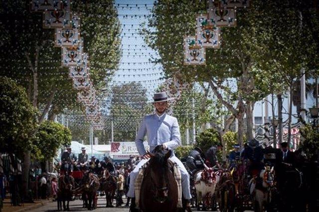 Sevilla.- Abren hasta este jueves el sorteo para elegir a la persona que accionará el 'Alumbrao' de la Feria