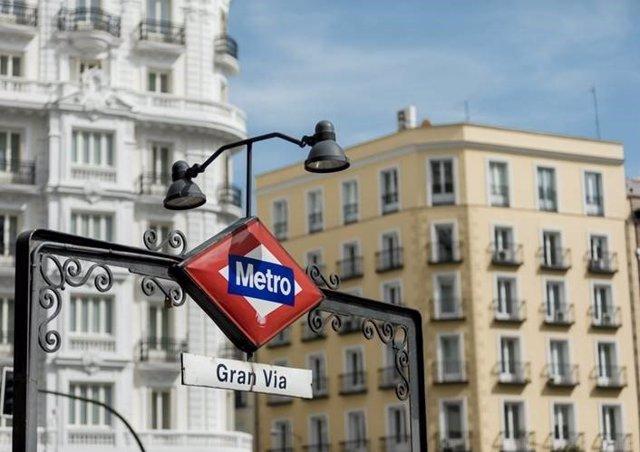 Cartel de la estación de Metro de Gran Vía