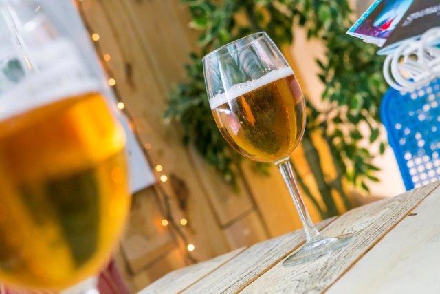 Dos hosteleros andaluces aspiran a convertirse en los campeones nacionales de tiraje de cerveza