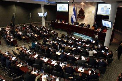 El Congreso de Honduras suspende la sesión para ratificar las reformas en educación y sanidad tras las protestas