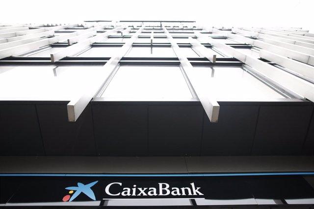 CaixaBank planteja un ERE para 2.157 empleats