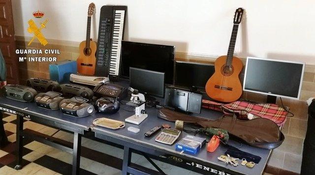 Sucesos.- Detenido el autor de robos en viviendas, un colegio y en dependencias de la Policía Local de Cabeza del Buey