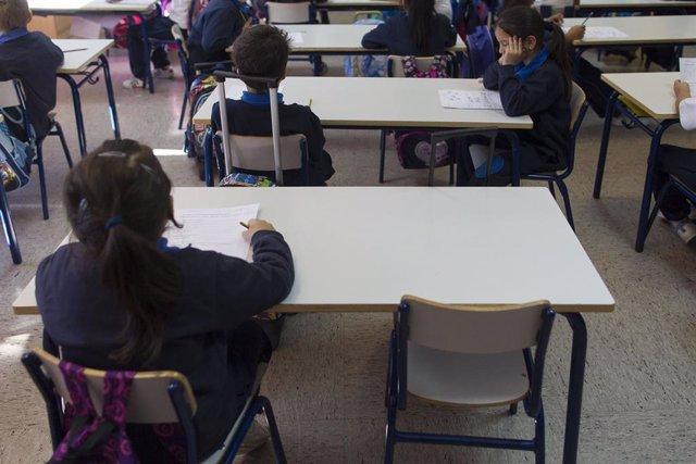 El teléfono contra el acoso escolar recibió 12.799 llamadas, la mitad que el año