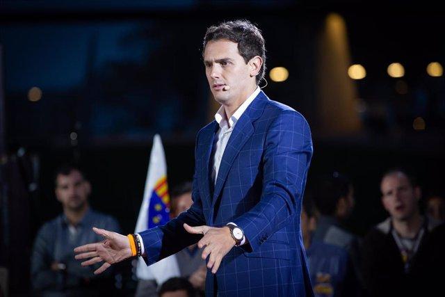 """28A.- Rivera controlará que el Gobierno no """"destroce"""" la economía y promete una"""