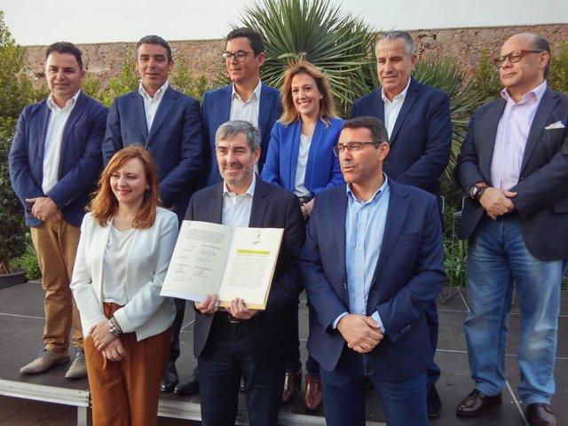 """28M.- CC, PNC Y AHI Firman Un """"Contrato"""" Con Canarias Para """"Seguir Avanzando En La Buena Dirección"""""""