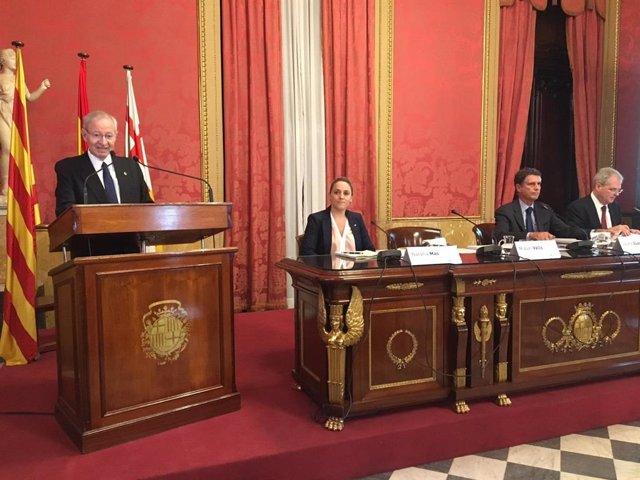 Valls pide al poder político acuerdos estratégicos para una economía sostenible a largo plazo