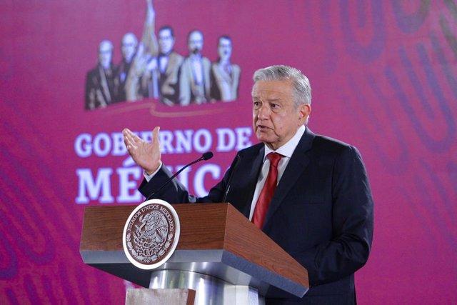 """López Obrador afirma que """"le fue muy bien al movimiento liberal"""" en las elecciones españolas"""