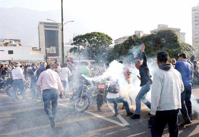Venezuela.- Guaidó abandona la zona de la base aérea para dirigirse a una plaza de Caracas