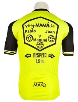 Ciclismo.- El Tío del Mazo crea un maillot personalizado con el nombre de los hijos para el Día de la Madre