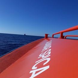Salvamento acude a rescatar una patera localizada a unas cuatro millas al oeste de la isla de Alborán