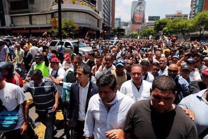 Guaidó y López encabezan una gran marcha por Caracas en el arranque de la 'Operación Libertad'