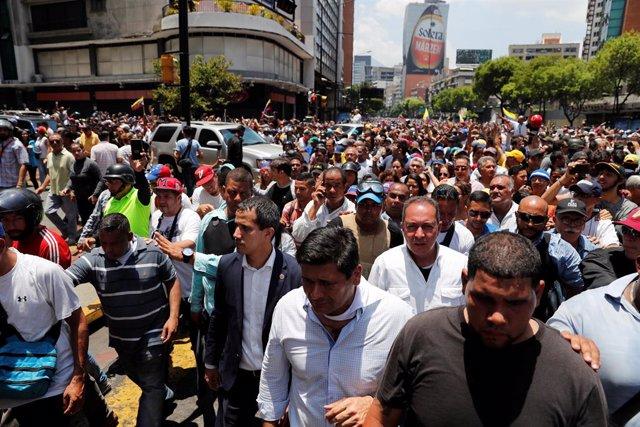 Venezuela.- Guaidó y López encabezan una gran marcha por Caracas en el arranque de la 'Operación Libertad'