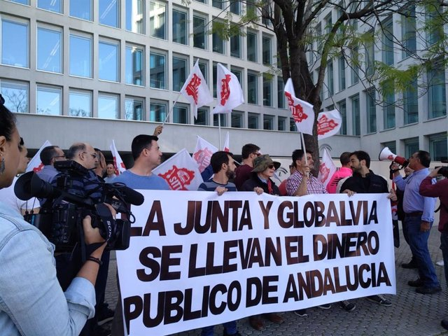 Sevilla.- Acaba sin acuerdo otra reunión más por el conflicto del metro y el jueves continúa la negociación