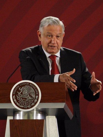 López Obrador presenta el nuevo aeropuerto de México con ayuda del Ejército
