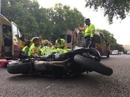 Sucesos.- Tres personas heridas tras la colisión de dos motos en el centro