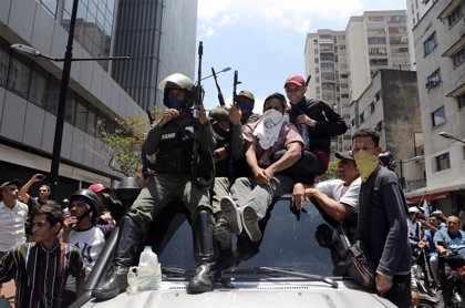 Un grupo de 25 militares venezolanos pide asilo en la Embajada de Brasil en Caracas