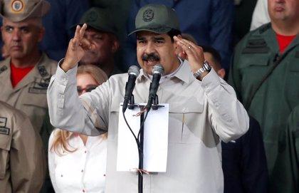 """Maduro reaparece para dar por derrotada la """"escaramuza golpista"""" y amenazar con acciones judiciales"""