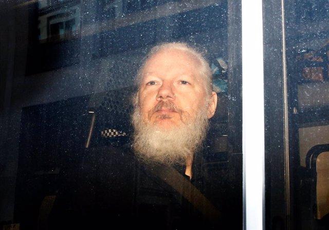 Assange presenta una denuncia por el supuesto espionaje en la Embajada de Ecuador de Londres