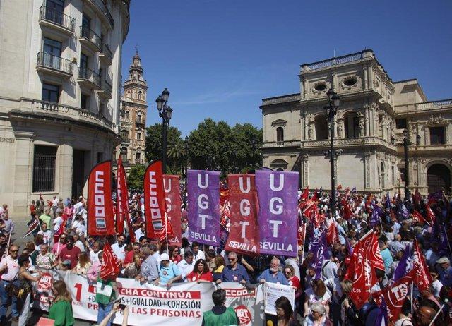 """Miles de personas exigen en Andalucía un """"giro social"""" al futuro Gobierno: """"Tienen que cumplir el mandato de las urnas"""""""