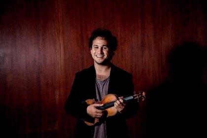 El violinista uruguayo Federico Nathan actúa mañana en Clamores