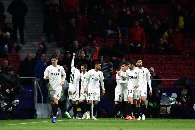Soccer: La Liga - Atletico de Madrid v Valencia