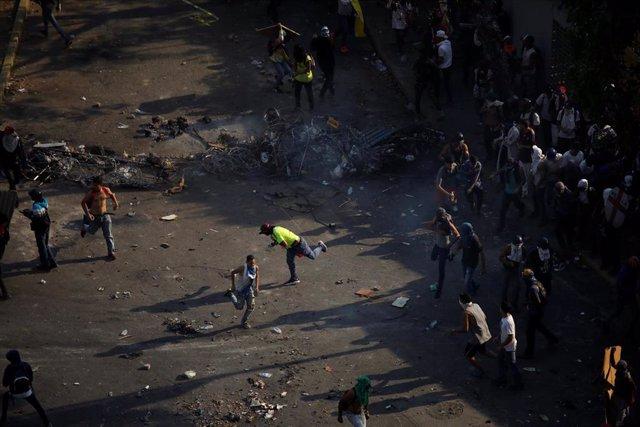 Venezuela.- El SNTP denuncia la agresión a 12 periodistas en Venezuela