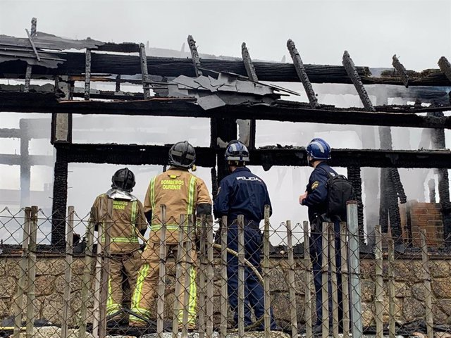 La Policía Científica continúa este viernes con la inspección para elaborar el informe del incendio en A Chavasqueira