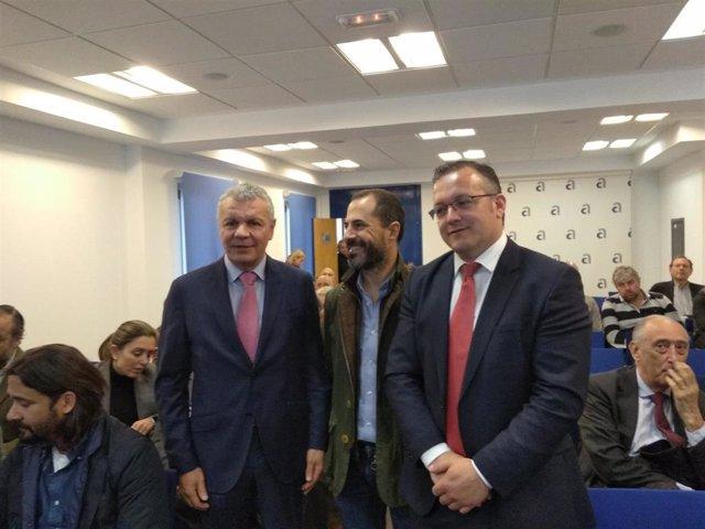 El alcalde de Mieres expone sus planes a la FADE