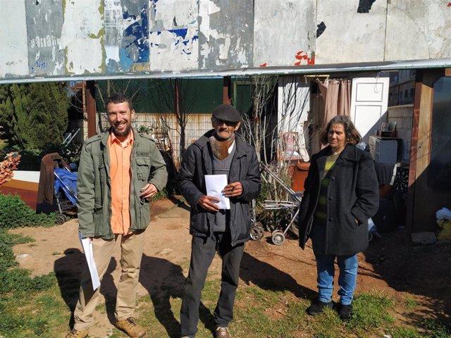 Piden una solución para las dos personas que viven en la calle en Cáceres desde hace 26 meses junto a la N-630